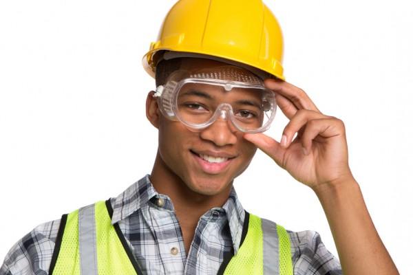 1162da5247179 Dados oficiais da Previdência Social apontam que ocorrem 300 mil acidentes  de trabalho anuais, sendo que as mortes são cerca de 2.700 mil.